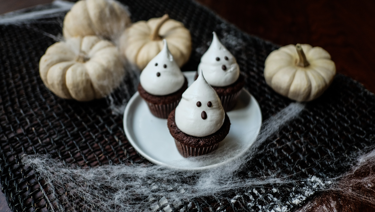 chocolate_ghost_cupcakes