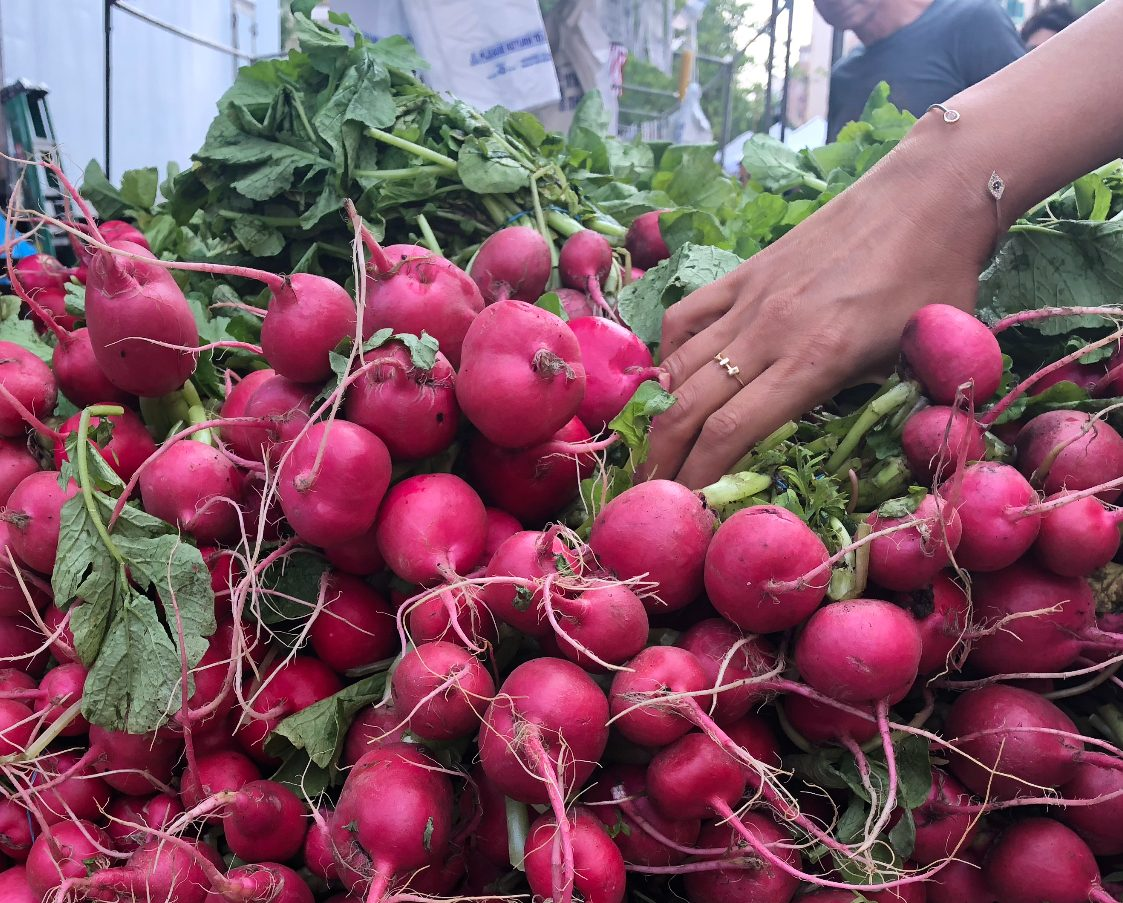 WHY EATING SEASONALLY AND LOCALLY IS BETTER FOR YOU