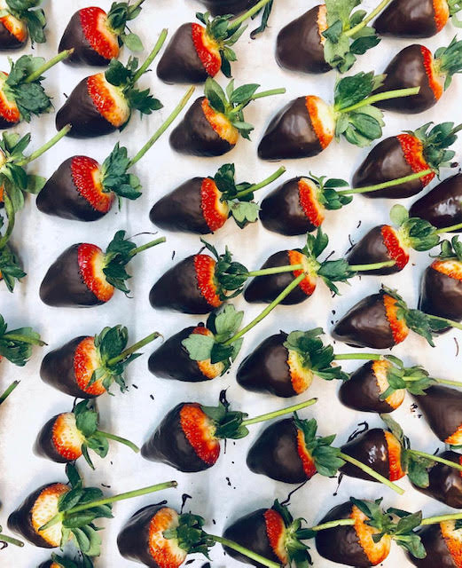 How to make chocolate dipped strawberries at home.
