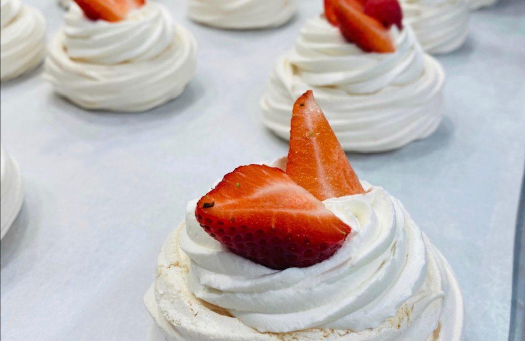 How to make Mangia Strawberry Pavlovas at home