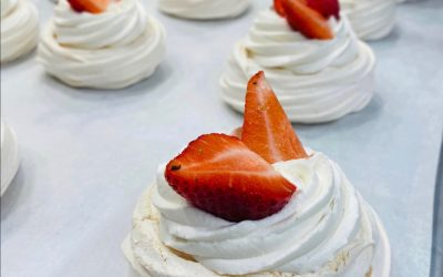 How to make Mangia Strawberry Pavlovas at home